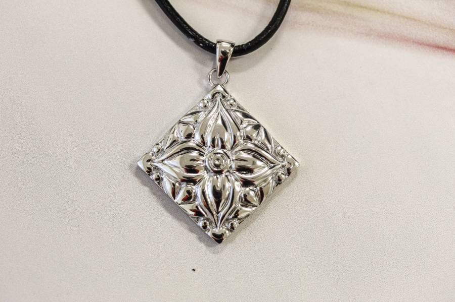 084-0016 Sterling Silver 33x33 Pendant