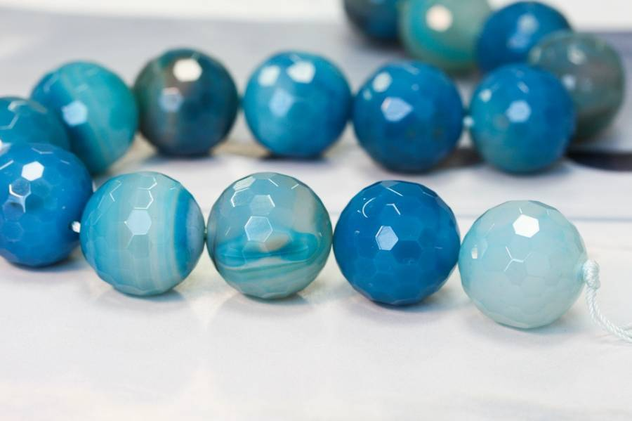 102-0548 Dyed Agate 25mm Faceted Round