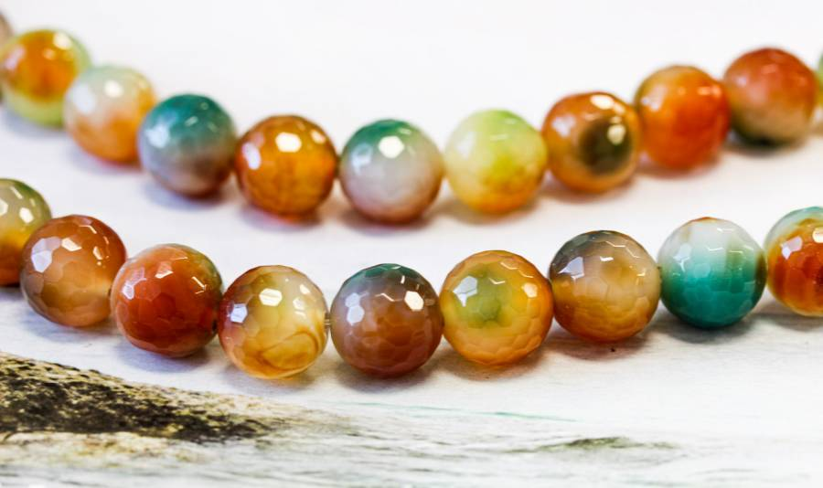 102-0587 Dyed Agate 15mm Faceted Round