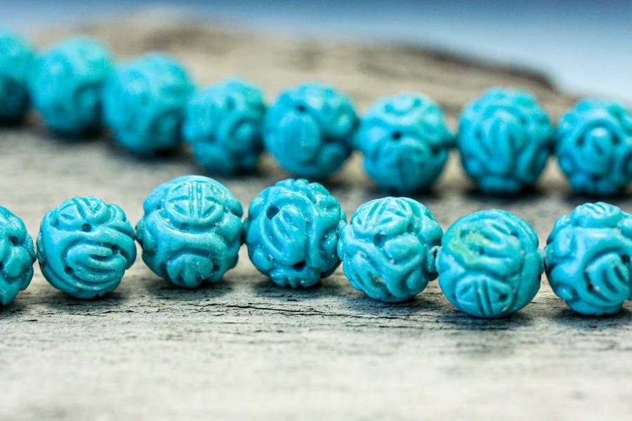 107-0032 Imitation Turquoise 11-13mm Carved Round
