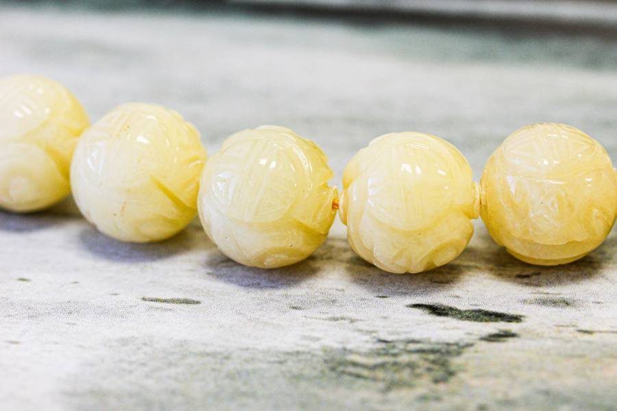 214-1307 Yellow Jade 18mm Carved Round