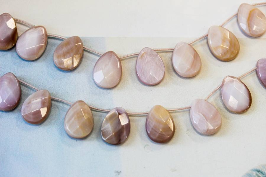 245-1182 Pink Mother of Pearl 13x18 Flat Pear Briolette