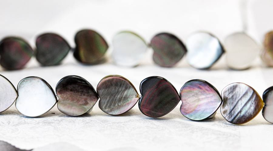 298-1003 Black Mother of Pearl 12mm Heart