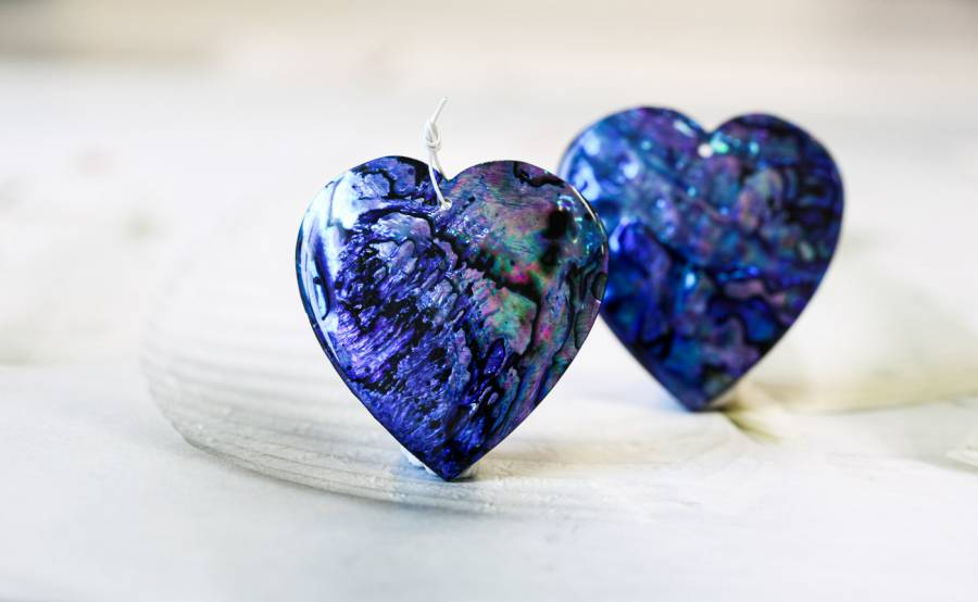 318-1032 Dyed Abalone (Blue) 42mm Heart Shell Pendant