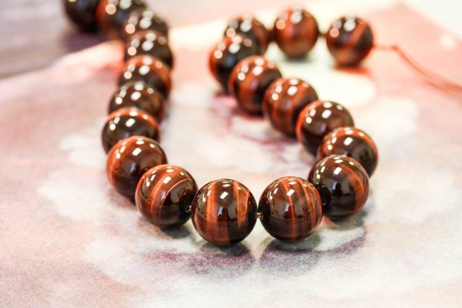 L4254-152 Red Tiger Eye 20mm Round